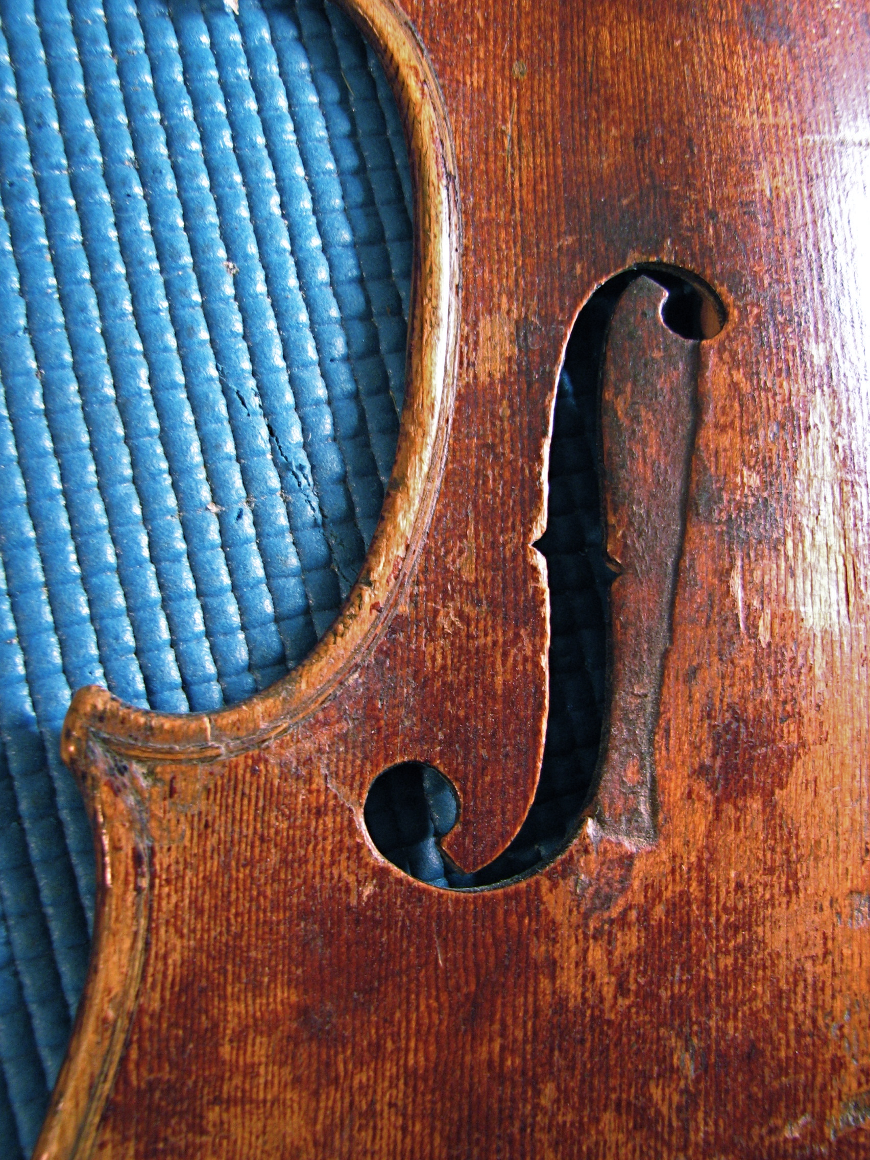 Old wood minerale interior of violin - Here S