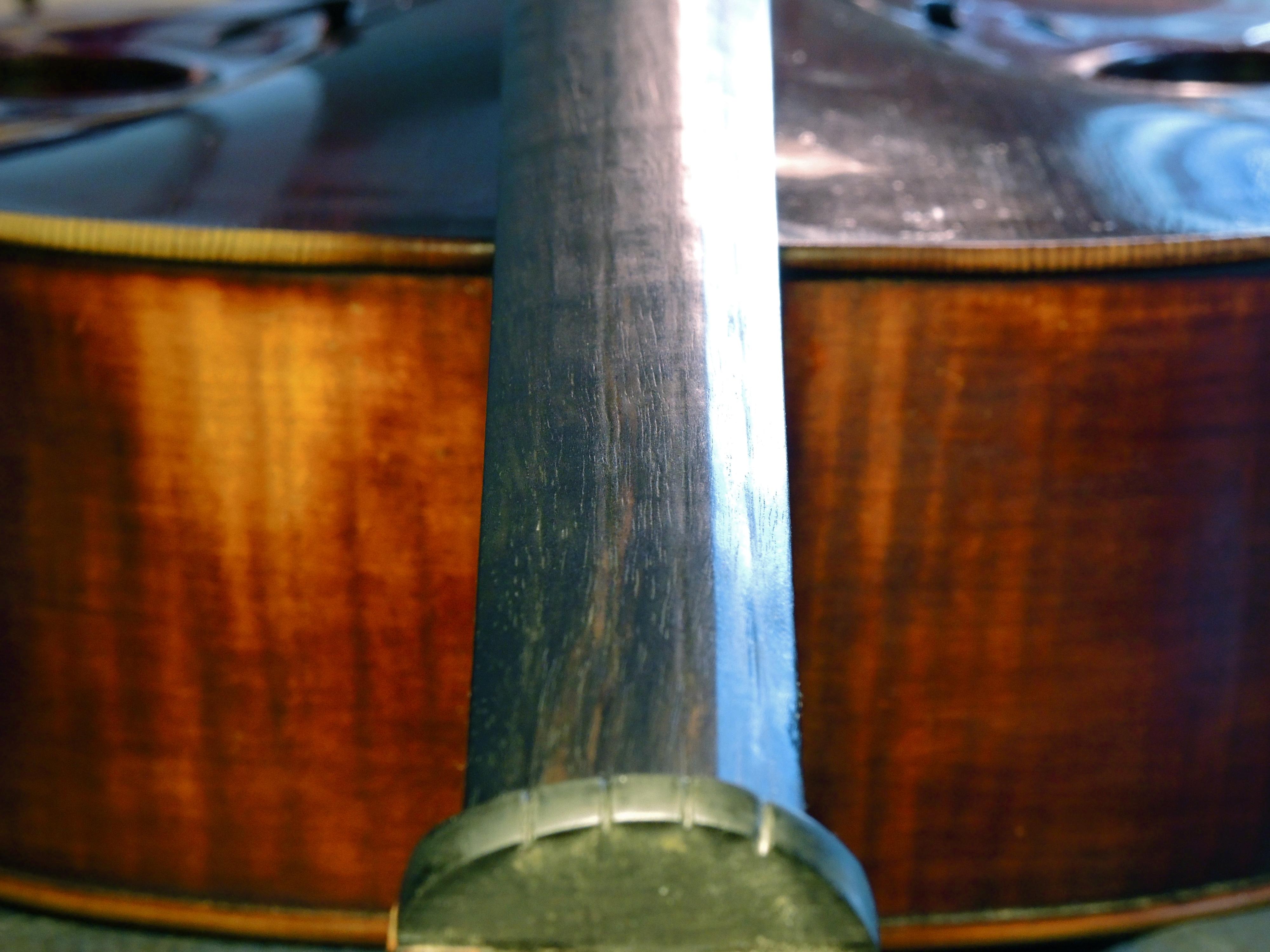 Old wood minerale interior of violin - Dscn0610